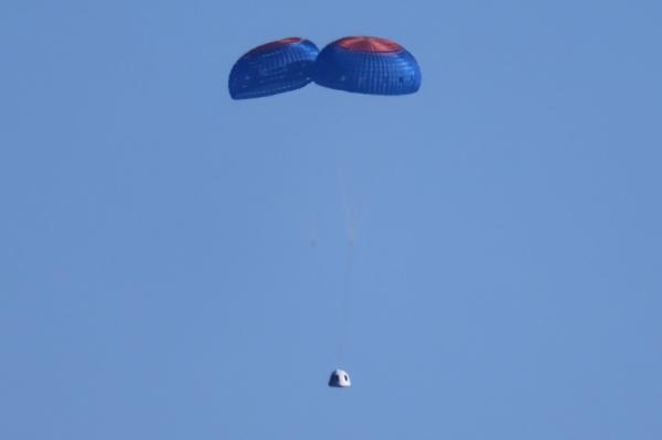 «بلو أوريجن» تعود للأرض بعد رحلة فضائية استغرقت دقائق