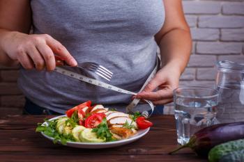 مشاركة صور الطعام على مواقع التواصل الاجتماعي تسبب زيادة الوزن