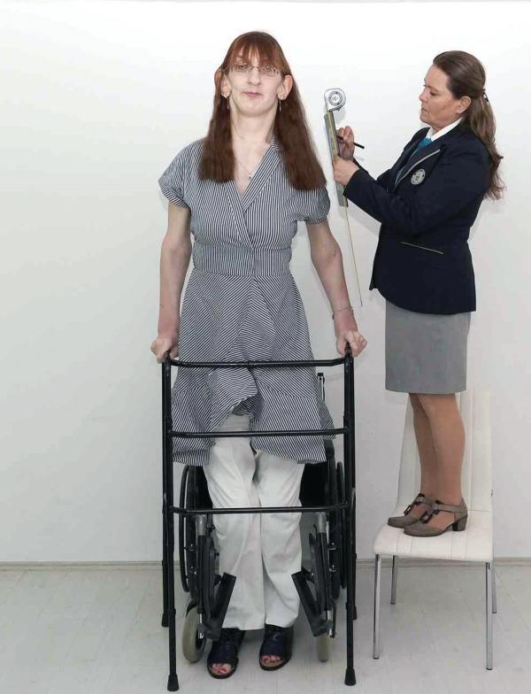 «رميسة» أطول امرأة على قيد الحياةُ