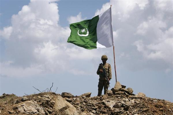 الجيش الباكستاني يقتل إرهابياً مطلوباً شمال غرب البلاد