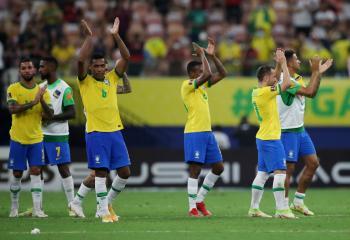 البرازيل تعود لطريق الانتصارات  بفوز كبير على أوروجواي