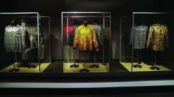 قمصان مانديلا الشهيرة للبيع