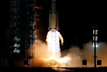 الصين ترسل 3 رواد بينهم امرأة لبناء محطتها الفضائية