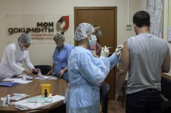 وفيات كورونا تتخطى حاجز الألف في روسيا