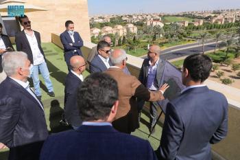 نائب وزير البلدية يطلع على تجربة الضواحي السكنية الكبرى في مصر