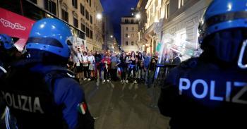 عشرات الآلاف يتظاهرون ضد «الفاشية» في روما