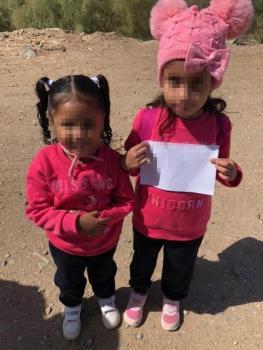 العثور على طفلتين تتجولان بمفردهما على الحدود بين أمريكا والمكسيك