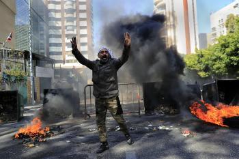 «حزب الله» يقود لبنان إلى حرب أهلية جديدة