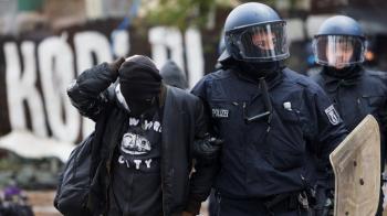 ألمانيا.. اعتقال 76 شخصا خلال عملية إخلاء مخيم عشوائي