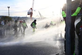 الشرطة الإيطالية تخلي ميناء «ترييستي» من المحتجين