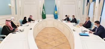 رئيس كازاخستان يقلد رئيس الشورى بوسام الصداقة