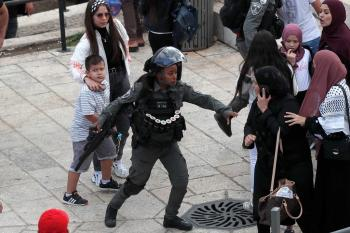 الاحتلال يعتقل 11 فلسطينياً ويصيب العشرات بالقدس