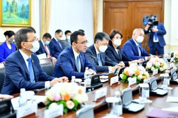 كازاخستان تشيد بدور المملكة الرائد على المستويين الإقليمي والدولي