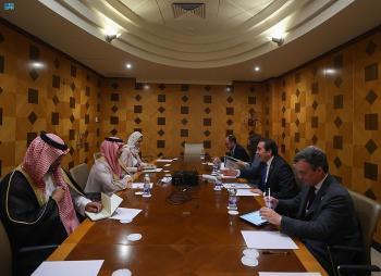 وزير الخارجية يبحث التعاون الثنائي مع نظيره الإسباني