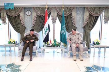 قائد قوات الدفاع الجوي يناقش الموضوعات المشتركة مع نظيره العراقي