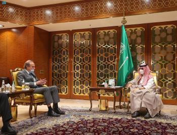 وزير الخارجية يناقش وقف الدعم الإيراني للأنشطة الإرهابية