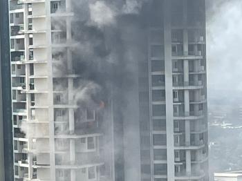 اندلاع حريق بمبنى ضخم في مومباي ومحاصرة الكثيرين