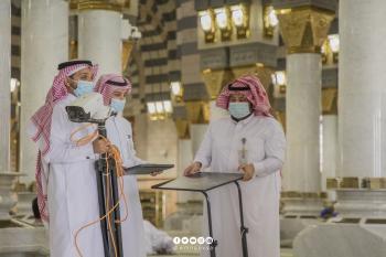صور.. رفع أجهزة القياس الحراري بالمسجد النبوي