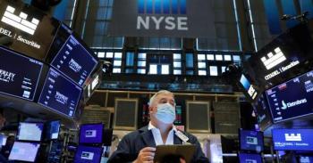 بضغط من قطاع الاتصالات.. الأسهم الأمريكية تغلق منخفضة