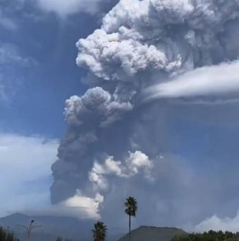 بركان «اتنا» يثور في صقلية مجددا