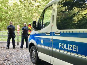 أطفال على شفا الموت داخل شاحنة بألمانيا