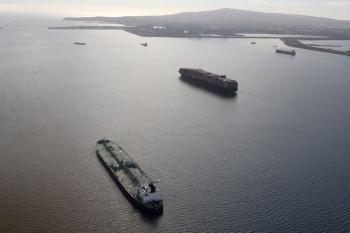 اندلاع حريق بسفينة حاويات قبالة الساحل الكندي