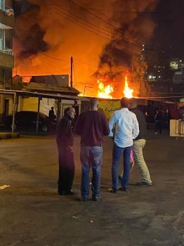 إخماد حريق في منطقة مجمع رغدان بالأردن