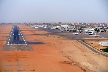 عاجل / إغلاق مطار الخرطوم في ظل تقارير عن انقلاب بالسودان
