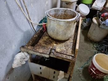 ضبط عمارة سكنية لتخزين وإنتاج المثلجات في جدة