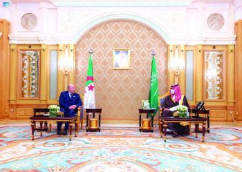 .. ويناقش المبادرات النوعية للمملكة مع وزير المالية الجزائري