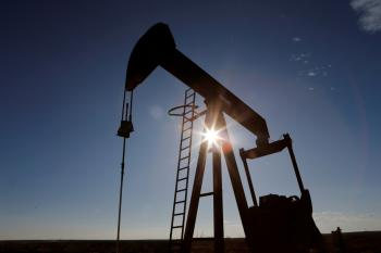 انخفاض أسعار النفط  بنسبة 1.1% مع زيادة مخزونات الوقود