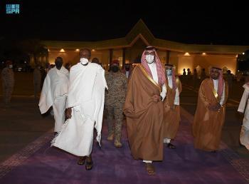 رئيس نيجيريا يغادر المدينة المنورة متوجها إلى جدة