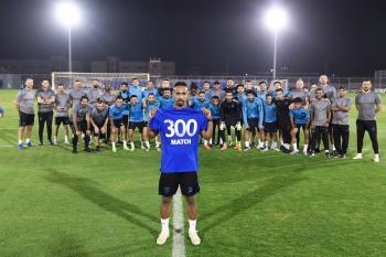 لاعبو الفتح يحتفلون  بـ«300» الفهيد