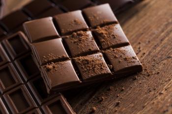 الشوكولاتة الداكنة تقلل أمراض القلب