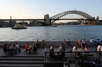 أستراليا تخفف تحذير السفر المرتبط بكورونا قبيل فتح الحدود
