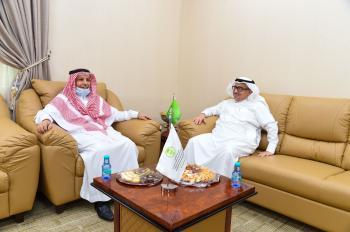 تعاون بين مركز الغطاء النباتي وجامعة الملك عبد العزيز